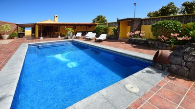 Photo for Comfortable villa with private pool and BBQ, WiFi, Teide and sea view