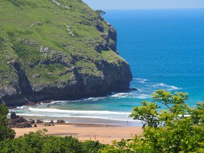 Sonabia's beach in summer: just twelve minutes walk from the apartment