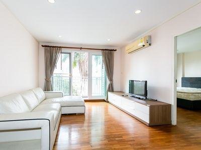 Photo for Spacious 2 BR apartment at Sukhumvit Soi 13