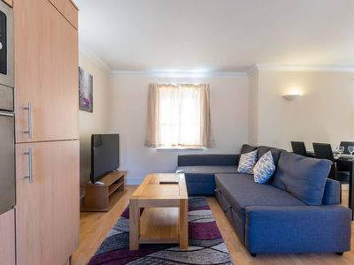 Photo for Godwin Court - 2 Bedroom Homely Apartment Sleeps 6