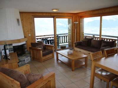 Photo for 3*+, 2-bedroom-apartment for 4-8 people located near the ski slopes. Bright living room with sofa be