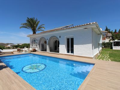 Photo for Bright Villa with Sea View and Pool in Rincon de la Victoria