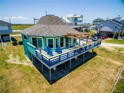 Photo for The Perky Pelican - 3 bdrm 2 bath - Sleeps 8 - Beach Views in Sea Isle