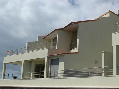 Photo for Apartments 1 or 2 bedrooms, 2 minutes to the beach, wifi, garage, sea views.