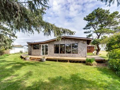 Photo for Cozy getaway on the Nestucca River, close to restaurants, 1/2-mile to beach!