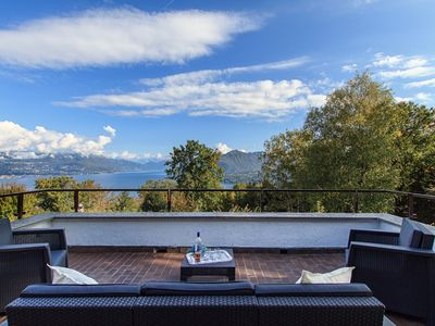 Photo for Admirable villa for perfect relaxing vacations with views over Lake Maggiore!