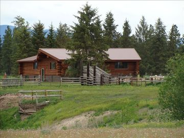 Large Totally Restored Log Home, 7 Acres, Mountain Views