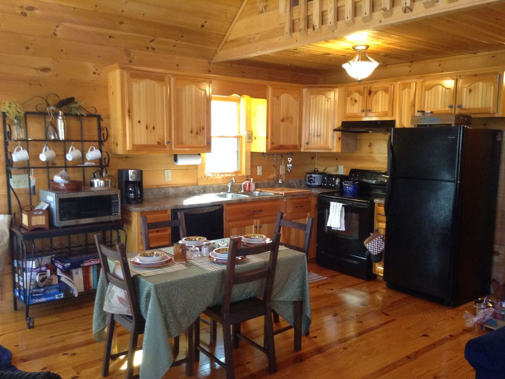 cuddle up to our 2 fireplaces just minutes vrbo cuddle up to our 2 fireplaces just minutes to blue ridge only 99 nt 55 tv fully equipped kitchen and dining table