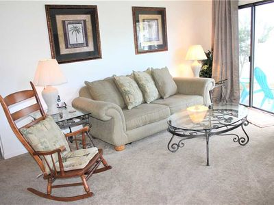 2 BR Town Home 2 Blocks to the Beach with Beach Service