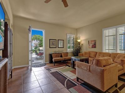 Photo for Gorgeous LQ Townhouse 10 Steps from Pool!
