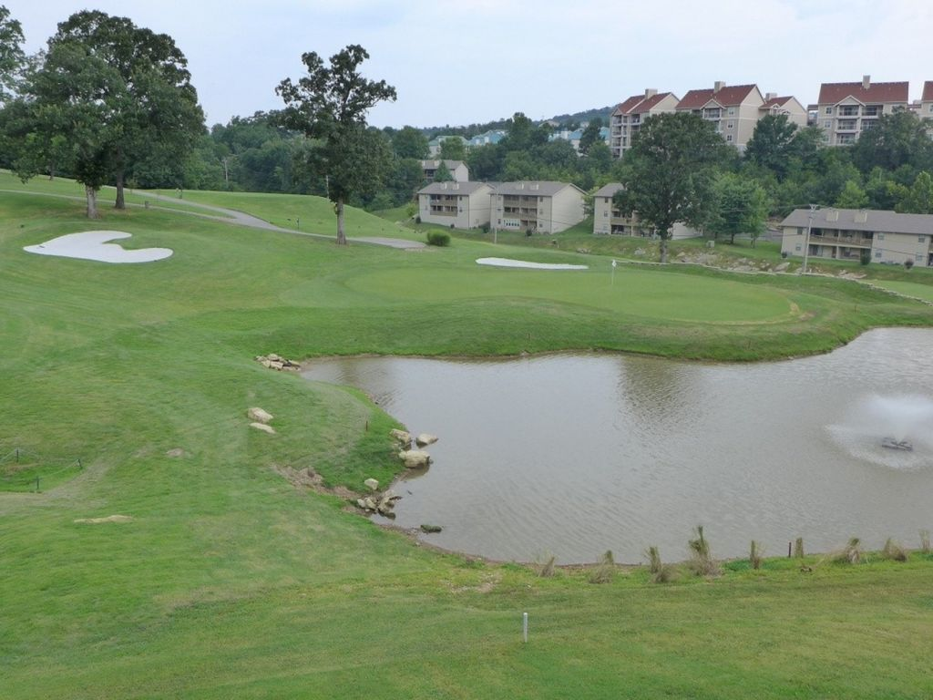 Great Walk In Pointe Royale Condo Overlooking The Th Hole Indoor - Table rock lake golf course