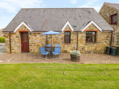Photo for THE GRANARY COTTAGE, pet friendly in Kilgetty, Ref 1010405
