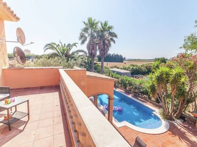 Photo for Fantastic holiday home with private pool at the port including a private berth