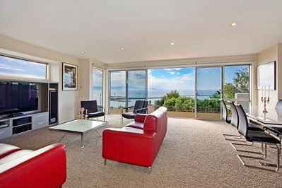 Above the Cut - Nelson Waterfront Holiday Home