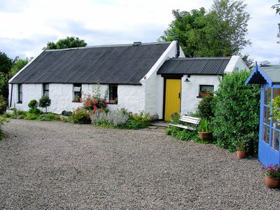 Coves' Cottage and summer house