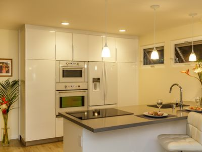 Photo for New & Contemporary - Perfect North Shore Location - AC in Bedroom
