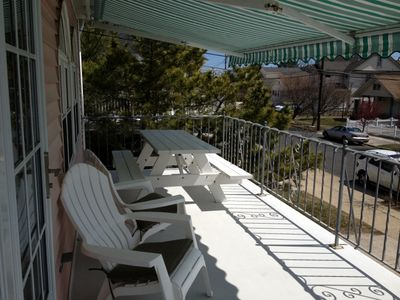Enjoy the sun or shade on your private furnished balcony - Picnic Table Seats 6