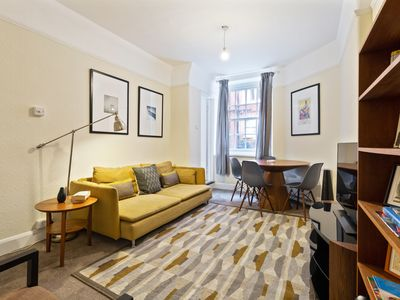 Photo for Stunning 2-Bed Aparment in St Pancras