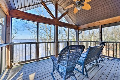 Bask in beautiful sunset views from this screened-in lakefront porch!