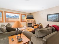 Wonderful condo in Canmore with fantastic views!