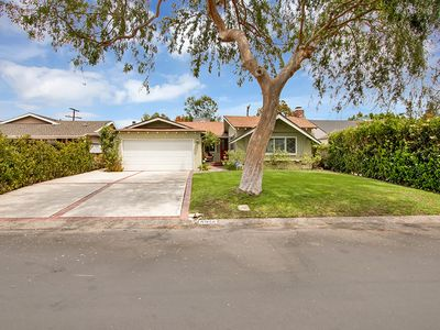 Photo for 3 bdroom 2 bath recently remodeled Close to all major Studios. A real Gem!!