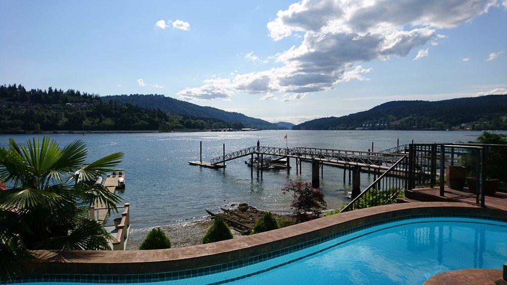 Luxury Waterfront Retreat Right on the Ocean with Pool, Hot Tub and Private Dock