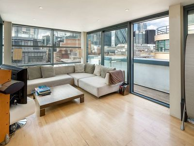 Photo for Modern 2 Bed 2 Bath Penthouse near Tower of London