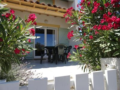 Photo for Quiet villa in a small residence close to the sea