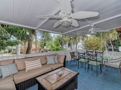 2 MIN WALK TO GULF BEACHES, LG HEATED POOL, XLG LANAI - BONUS ROOM & GAS GRILL