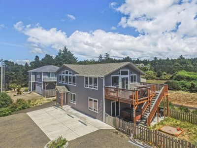 NEW in 2017 oceanview luxury, 6BR (3 king, 3 qu) bunk room, hot tub, fireplace