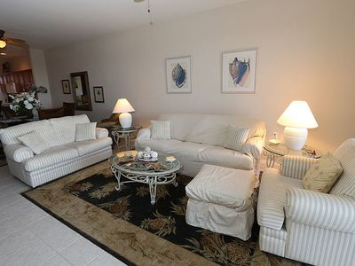 Photo for Nicely Updated and Close to Beaches! Sanibel View 4-202