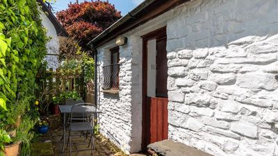 Photo for Carpenters Cottage - One Bedroom House, Sleeps 2