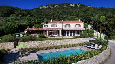 Photo for Provencal villa located in serene setting with panoramic views, sleeps 11