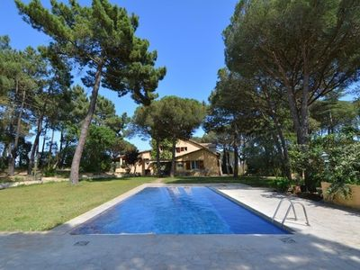 Photo for 6 bedroom Villa, sleeps 17 with Pool, FREE WiFi and Walk to Shops