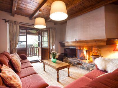 Rustic style apartment chalet with a fireplace. PT332
