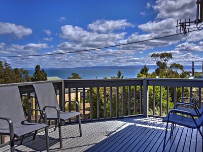 Photo for In the centre of Coles Bay. 5 min walk to the beach. Free wifi. Pet friendly.