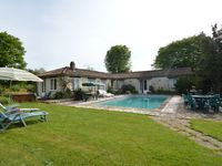 Ideal site and gite, fab pool, beautiful area.... BUT .the local VERY noisy disc ...