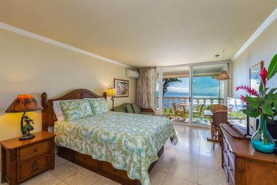 Oceanfront Studio Unit with Queen Bed