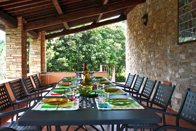 Casale San Francesco - Porch with table and chairs for al fresco dining