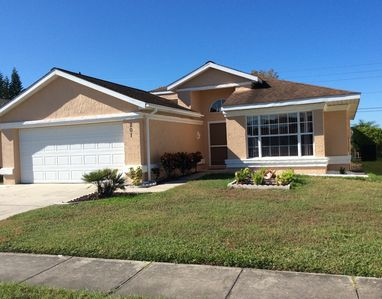 Photo for 13.4 miles to Disney. 3 bed on natural lake, private screened west facing pool