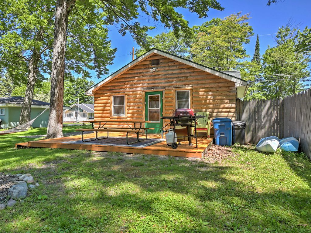 2BR Houghton Lake Cabin W/Community Dock!