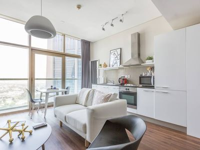 Photo for Stylish, High-Floor Studio in the Center of the City Vibe