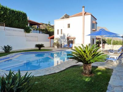 Photo for 3 bedroom Villa, sleeps 6 in Sinoikismós Plakálona with Pool, Air Con and WiFi