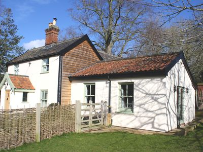 Photo for Candlers Cottage - Holiday Home, ideal for exploring Norfolk & Suffolk.