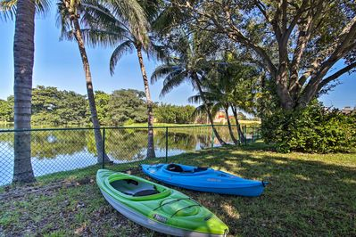 Prepare yourself for lakeside summer fun at this Pembroke Pines vacation rental!