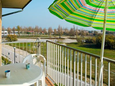 Photo for Beautiful apartment for 6 guests with WIFI, TV, balcony, pets allowed and parking