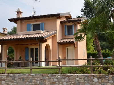 Photo for Desenzano detached villa with pool for 2 families.