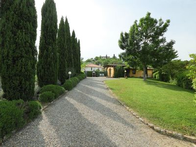 Photo for 2 bedroom Villa, sleeps 3 with FREE WiFi and Walk to Shops