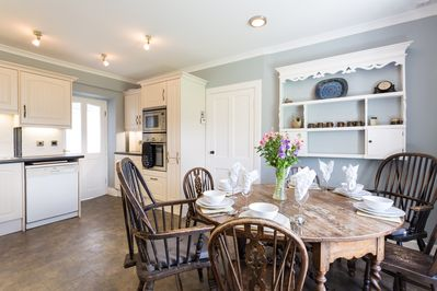 cottage kitchen diner to enjoy sociable eating with family and friends