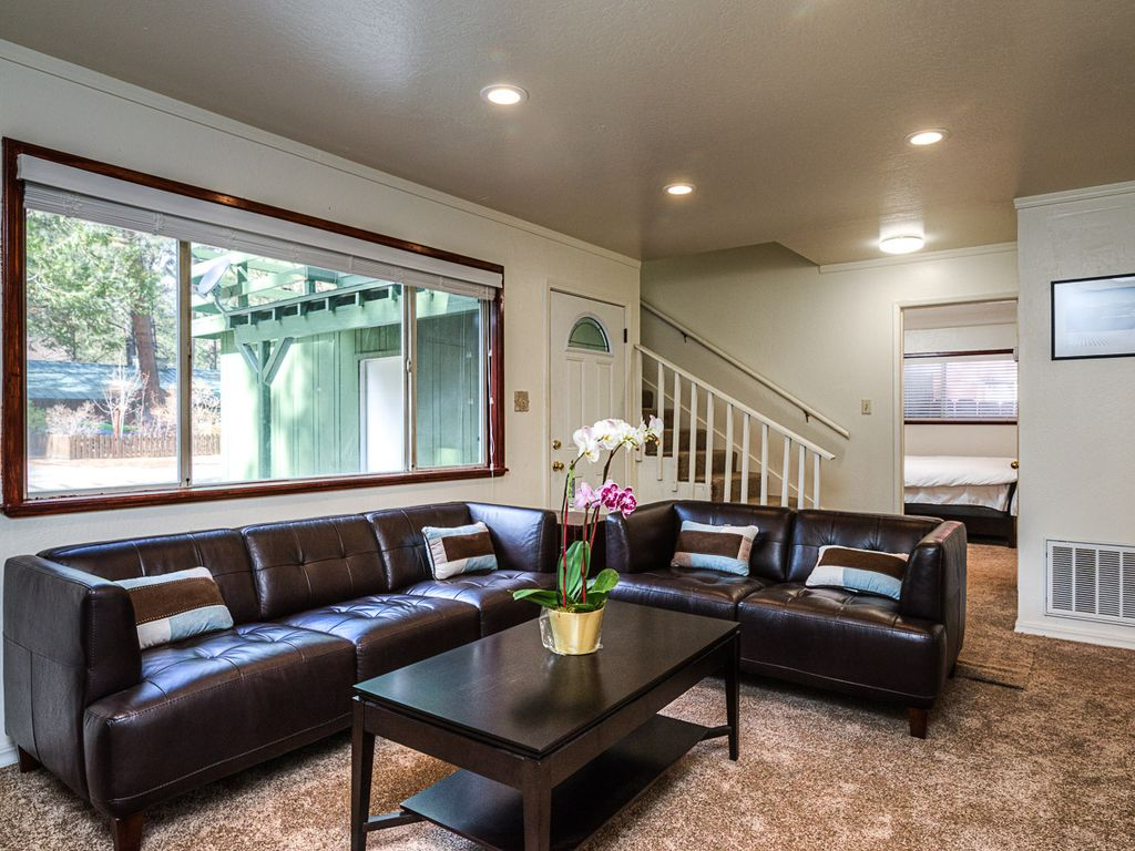 Cozy cabin in the heart of south lake tahoe vrbo for South lake tahoe cabins near casinos